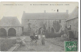 Environs De BRICQUEBEC: La Cour De MAGNEVILLE - L'entrée- La C.P.A. 33 (écrite Par L. Guerrard) - Otros Municipios