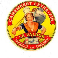 Z 108 /   ETIQUETTE DE FROMAGE - CAMEMBERT  LE VALDOR FABRIQUE EN CHARENTE - Cheese