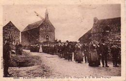 S45-004 Plaintel - Un Mariage Sortant De La Chapelle N.-D. De Bon Voyage - Otros Municipios