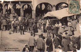 S45-007 Nonancourt - La Halle Et Le Marché - Other Municipalities