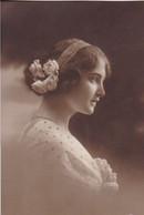 AK Frau Mit Blumen Im Haar - 1919 (52540) - Frauen