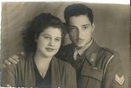 """10331 """" SERGENTE CON LA SUA BELLA-3 DICEMBRE 1949 """"-VERA FOTO STUDIO D'ARTE ANGELO DE SIMONE-CASERTA - Guerre, Militaire"""