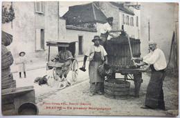 UN PRESSOIR BOURGUIGNON ( VOITURE Á CHIENS ) - BEAUNE - Beaune
