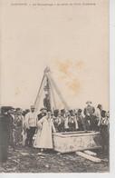 CPA Tunisie - Carthage - Un Sarcophage à Sa Sortie Du Puits Funéraire (belle Scène) - Túnez