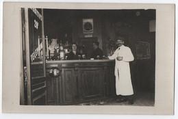 CARTE PHOTO : INTERIEUR D'UN CAFE - COMPTOIR DU BISTROT - CLIENT AU ZING DU BAR - PUB. CINZANO & DUBONNET -z 2 SCANS Z- - A Identifier
