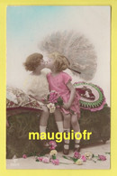 ENFANTS / SCÈNES / FILLETTES QUI S'EMBRASSENT / 1925 - Scene & Paesaggi