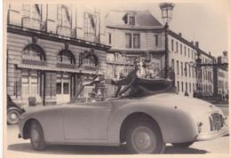 Photo Originale Vintage Oldtimer Car Voiture Simca 8 Sport  Nancy Place Stanislas Grand Hotel Jeune Femme  Phot 121 - Automobili