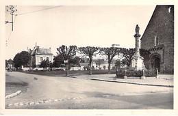 41 - PEZOU : La Place Et Le Monument Aux Mortss - CPSM Photo Village ( 1.100 Habitants) - Loir Et Cher - Andere Gemeenten