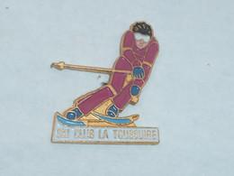 Pin's SKI CLUB DE LA TOUSSUIRE - Sports D'hiver