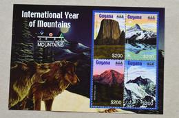 Guyana + Grenada 2002 International Year Of Mountains Everest Mac Kinley Saint Exupery  Rainer - Klimmen
