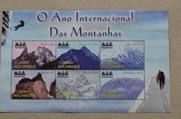 Mocambique 2002 International Year Of Mountains Everest Kilimanjaro Ararat Cook Paine Kenya - Escalada