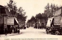 Thematiques 84 Vaucluse Avignon Entrée De La Ville Cours De La République Et Cafés Restaurants à La Sortie De La Gare - Avignon