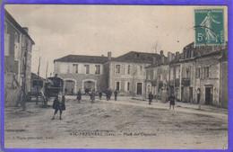 Carte Postale 32. Vic-Fezensac Place Des Capucins  Très Beau Plan - Vic-Fezensac