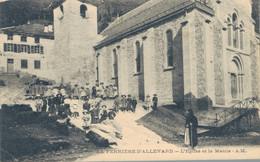 J115 - 38 - LA FERRIÈRE D'ALLEVARD - Isère - L'Église Et La Mairie - Allevard