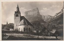 38 - CLELLES - L' Eglise Et Le Mont Aiguille - Clelles