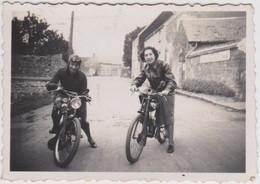 """Petite Photo Originale Moto   Louisette Et Simone à """"pétrolette"""" Années 30 - Cycling"""