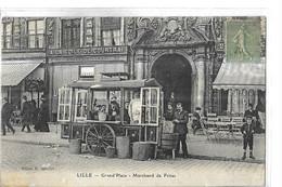 LILLE  TOP GRAND PLACE  MARCHAND DE FRITES   BARAQUE  DEVANT BOUTIQUE TOILE DE COURTRAI 2 Choix Defaut Papier   DEPT 59 - Lille