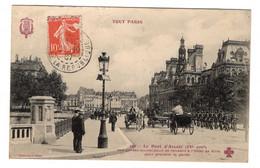 75 PARIS - 4ème, TOUT PARIS Le Pont D'Arcole, Les Gardes Municipaux Se Rendant à L'Hôtel De Ville... - Arrondissement: 04