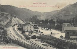 AXAT - Vue Générale De La Gare Et Au Fond, Le Village - Axat
