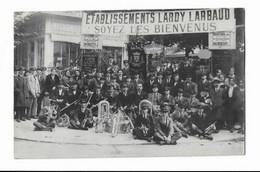 CPA Philarmonique D'Aurillac Devant Les ETS Lardy à Vichy (1923) - Aurillac