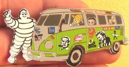Pin's GRAND PINS DE 6 Cm COMBI VW VOLKSWAGEN MICHELIN,HALLIDAY,ASTERIX,TINTIN,BRASSENS,RADIO, ETC. - Volkswagen