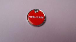 Jeton De Caddie FIDELIDADE - Verso  Tête De Chien Et Adresse Site Web - Moneda Carro