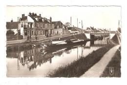 CPA 18 SAINT AMAND MONTROND Le Canal à La Coterelle  Canal Du Berry Péniche Maisons - Saint-Amand-Montrond