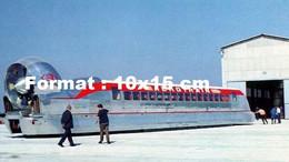 Reproduction D'une Photographie Ancienne D'une Vue D'un Aérotrain Devant Un Hangar - Reproductions