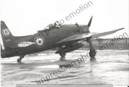 PHOTO AVION      GRUMMAN F8F BEARCAT DU GM III2 ARTOIS SPA 100 INDOCHINE 1954  RETIRAGE REPRINT - Aviación