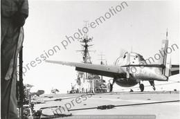 PHOTO AVION        GRUMMAN F8F BEARCAT SUR PORTE AVION  RETIRAGE REPRINT - Aviación