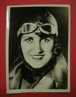 Photo Maryse Bastié Femme Pilote Gros Plan éditeur Archives Photographiques De La Vie Aérienne Dos Scanné 13.2x18cm - Aviation