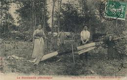 Metier Du Bois . Foret De St Sever . Decortication Du Tan Tannerie . Tanneurs Cuir. Tannery . Femme Et Homme Au Travail - Craft