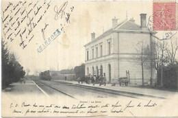 D 86. CIVRAY.  LA GARE AVEC TRAIN AN 1904. - Civray