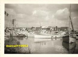 Saint Trojean Le Port( Dept 17) Charente Maritime - Le Port Et Groupe Sur Un Bateau Fêtes De La Mer En 1937) Lot 2 Ph - Luoghi