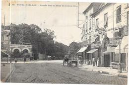 FONTAINEBLEAU : GRANDE RUE ET HOTEL DU CADRAN BLEU - Fontainebleau