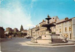 43 - Monistrol Sur Loire - La Fontaine - A L'arrière Plan : Le Château - Monistrol Sur Loire