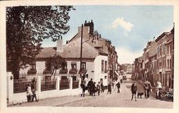59 - Avesnes-sur-Helpe - La Rue De Mons (Edit. J Mercier Animée Colorisée) - Avesnes Sur Helpe