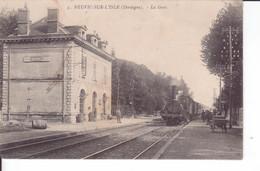 CPA Animée RARE - NEUVIC-SUR-L'ISLE - LA GARE : Train à Vapeur - Attelage - Other Municipalities