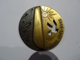 Médaille Bronze PICHARD BALME La Ville De Roubaix Reconnaissante 8 MAI 1945-2005   65 Mm 140 G TBE - Sin Clasificación