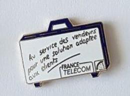 Pin' S  FRANCE  TELECOM, Au Service Des Vendeurs Pour Une Solution Adaptée Aux Clients - France Telecom