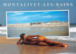 ► PIN-UPS ◄  CPM 1992 JEUNE FEMME SEXY EN STRING SUR LA PLAGE À MONTALIVET-LES-BAINS - PHOT. ARNAUD - Pin-Ups