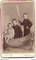 CDV - Portrait D'enfants Dans Une Barque Par Luzzatto à Dunkerque (Ca 1890) (BP) - Ancianas (antes De 1900)
