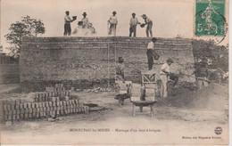 71 - MONTCEAU LES MINES - MONTAGE D'UN FOUR A BRIQUES - Montceau Les Mines