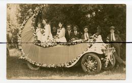 CARTE PHOTO . CPA.  Corso Char Fleurie , Le Croissant De Lune . THOISSEY ?? . Fête Des Fleurs . 1928 Ancienne Voiture - Photographs