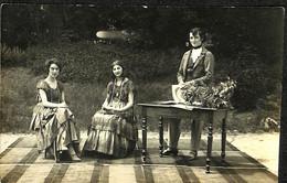32 925 - CPA - Thèmes - Photographie - Portrait De Femmes -  Groupe De Personnes  - Photo - Photographie