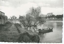 CPSM -17-  SAINTES - Arc De Triomphe Et Pont Sur Les Bords De La Charente - TBE - 1958 - - Saintes