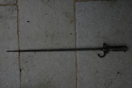BAIONNETTE VENDUE EN L ETAT LONGUEUR 63 CM A IDENTIFIER - Knives/Swords