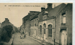 14 - Port En Bessin : La Mairie Et La Rue Nationale - Port-en-Bessin-Huppain