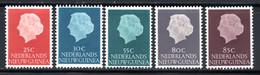 1954 / 60 - ENTRE 30 à 35 NEUFS AVEC CHARNIERE COTE 7 € - Nuova Guinea Olandese