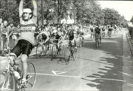 ( CYCLES  )( CYCLISTES  )  ( COURSE )( PHOTO MACRON )( AULNAY SOUS BOIS )( MORET SUR LOING ) 23 AOUT 1981 - Wielrennen